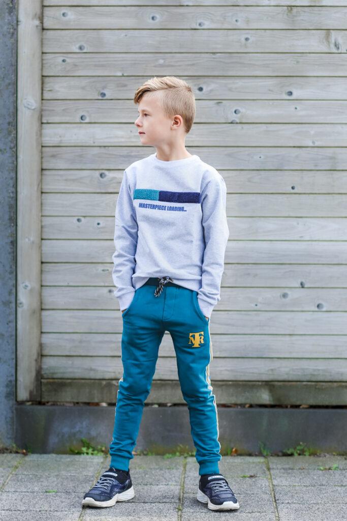 grijze sweater jongen, mister ti outfit, nieuw jongenskleding merk, jongensmerk, boyslabel, jongenskleding topitm