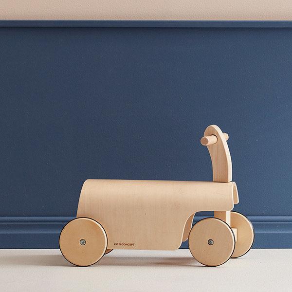 houten loopwagen, houten loopfiets, loopauto aiden, kids concept, kerstcadeau jongen