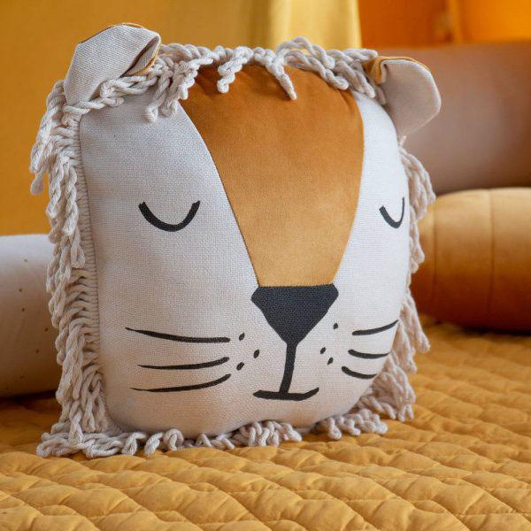 kussen peuter slaapkamer, kussens peuterkamer,  kinderkamer leeuw