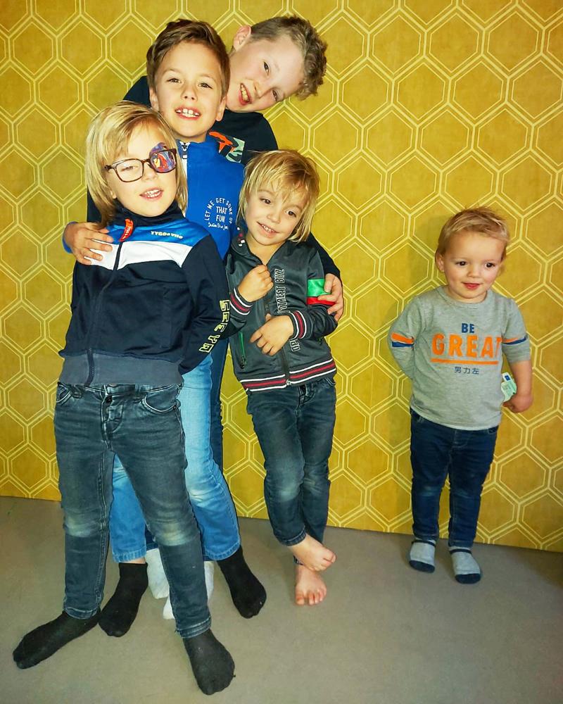 mama van 5 jongens, mama van 5 zoons, jongensmama, mama van vijf kinderen, groot gezin, vijf jongens, mama van vijf zoons, mama van 5 zonen, mama van alleen jongens