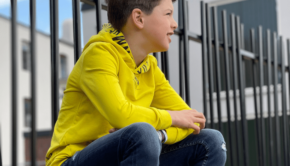 stoere jongens hoodies, stoere sweater jongen, retour jeans hoodie, retour jeans sweater, gele hoodie, gele sweater jongen, kinderkleding hoodies