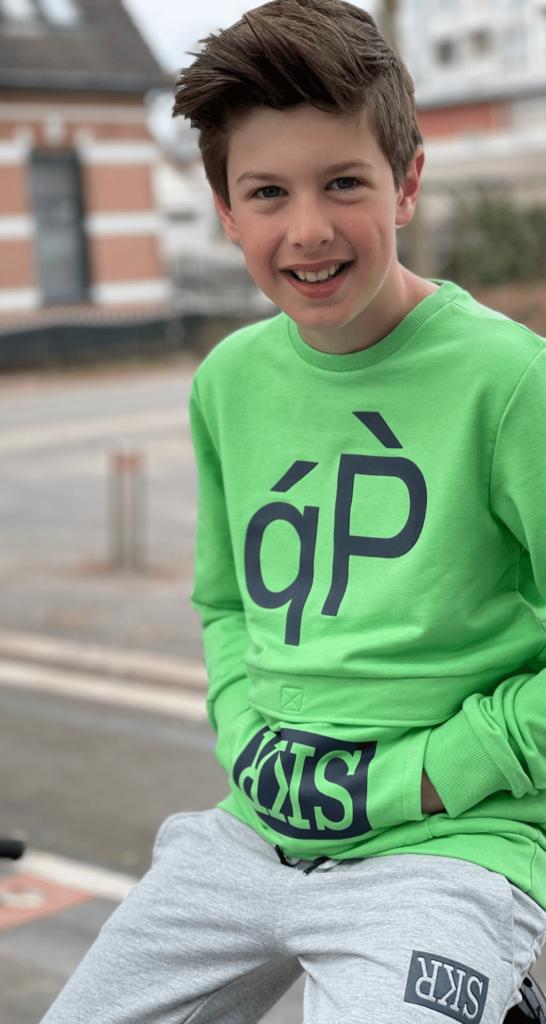 jongenskleding maat 146, skurk 2021, skurk jongenskleding, skurk sweater, sweater jongen groen, sweater kind groen, groene sweater, sweater met telefoon vakje