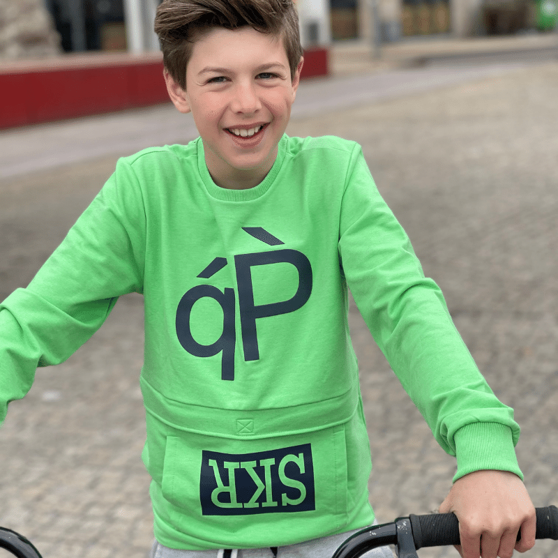 comfortabele jongenskleding, groene sweater jongen, stoere sweater jongen, grijze joggingbroek jongen, skurk sweater , skurk joggingbroek, skurk 2021
