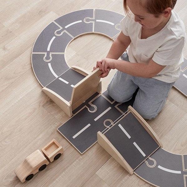 houten autobaan, houten speelgoedbaan, houten auto's