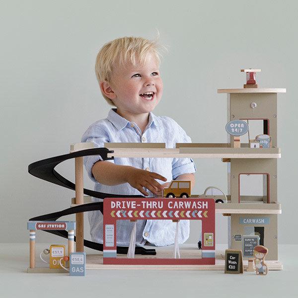 houten speelgoed, houten speelgoed voor jongens, houten speelgoed garage, cadeau jongen 3 jaar, cadeau jongen 2 jaar, peuter cadeau