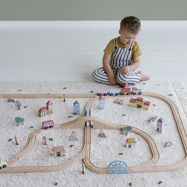 houten treinbaan, grote houten treinbaan, speelgoed treinbaan, cadeau jongen 3 jaar, cadeau jongen 4 jaar, houten speelgoed, speelgoed jongens, little thingz